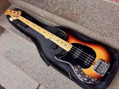 MUSIC MAN SABRE BASS 1980, LEFTHANDED