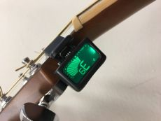 OASIS® OT-6 UNDER HEADSTOCK CLIP-ON TUNER Oulu