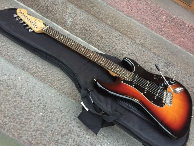 FENDER LIMITED EDITION AMERICAN ASH STRATOCASTER 2018