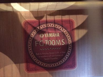 YAMAHA FG700MS