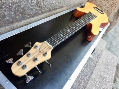 FINLANDIA INSTRUMENTS 6-STRING ACOUSTIC BASS 2008